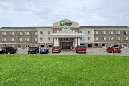 Exterior | Holiday Inn Express & Suites Cherry