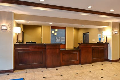 Lobby | Holiday Inn Express & Suites Cherry