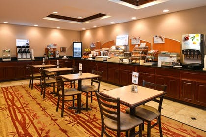 Restaurant | Holiday Inn Express & Suites Cherry