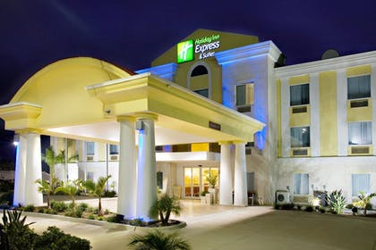 Exterior | Holiday Inn Express Hotel and Suites of Falfurrias
