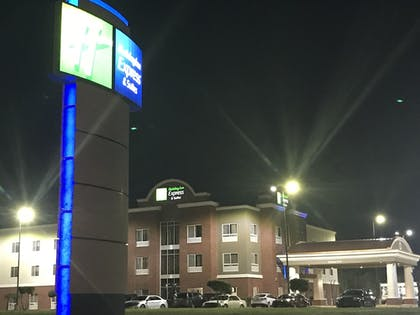 Featured Image | Holiday Inn Express Hotel & Suites Canton