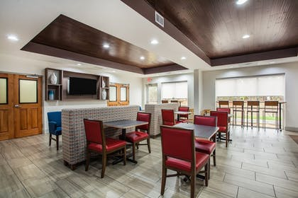 Breakfast Area | Holiday Inn Express Hotel & Suites Inverness