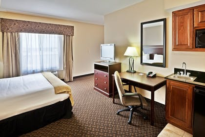 Guestroom | Holiday Inn Express & Suites Miami