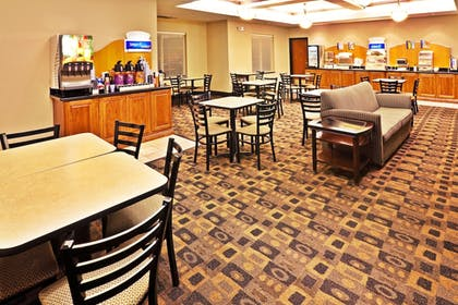 Restaurant | Holiday Inn Express & Suites Miami