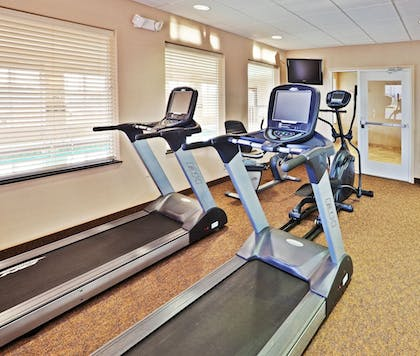 Fitness Facility | Holiday Inn Express & Suites Miami