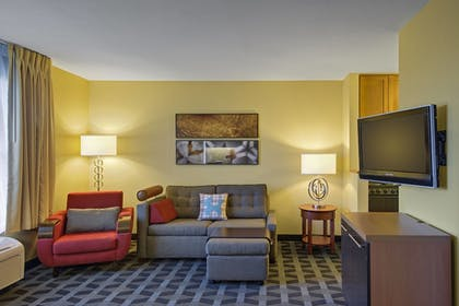 Guestroom | TownePlace Suites Kansas City Overland Park