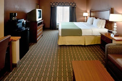 Guestroom | Holiday Inn Express Hotel & Suites Suffolk