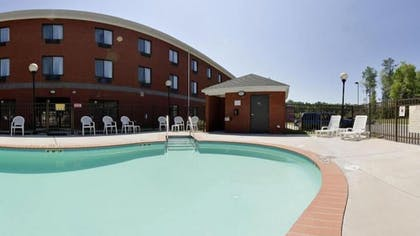 Outdoor Pool | Holiday Inn Express Hotel & Suites Suffolk