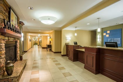 Lobby | Holiday Inn Express & Suites Phoenix - Glendale Sports Dist