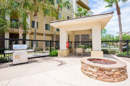 Terrace/Patio | Holiday Inn Express & Suites Phoenix - Glendale Sports Dist