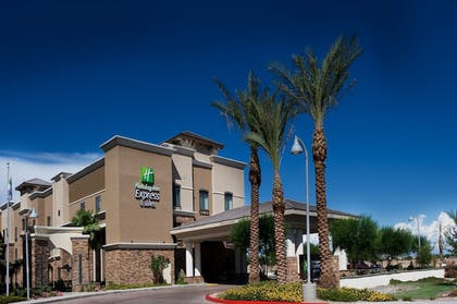 Featured Image | Holiday Inn Express & Suites Phoenix - Glendale Sports Dist