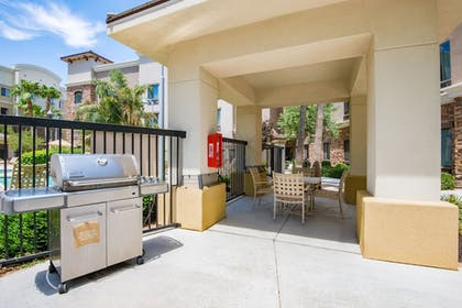 BBQ/Picnic Area | Holiday Inn Express & Suites Phoenix - Glendale Sports Dist