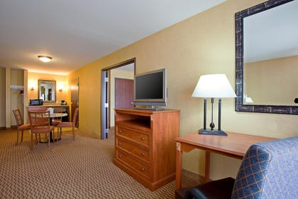 Guestroom | Holiday Inn Express and Suites Ontario Airport