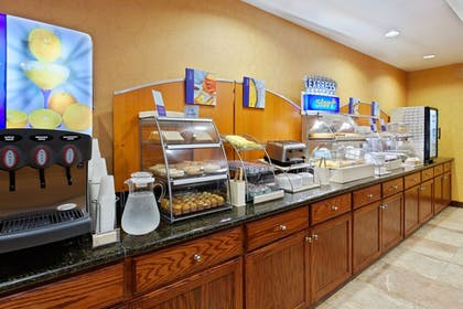 Restaurant | Holiday Inn Express Hotel & Suites Malvern