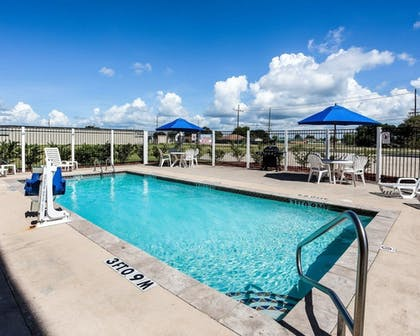 Pool | Quality Inn & Suites
