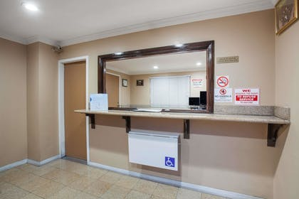 Lobby | Travelodge by Wyndham Ontario
