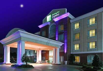 Exterior | Holiday Inn Express & Suites West