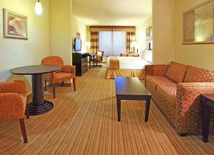 Guestroom | Holiday Inn Express & Suites West
