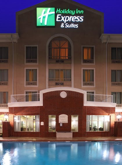 Pool | Holiday Inn Express & Suites West