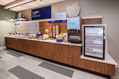 Restaurant | Holiday Inn Express Indianapolis - Southeast