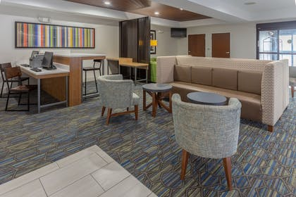 Lobby | Holiday Inn Express Indianapolis - Southeast