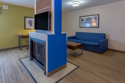 Guestroom | Holiday Inn Express Indianapolis - Southeast