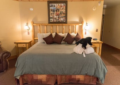 Guestroom   Spearfish Canyon Lodge