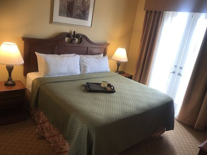 Guestroom | Natchez Grand Hotel