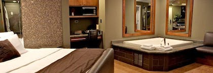 Guestroom   The Champagne Lodge & Luxury Suites