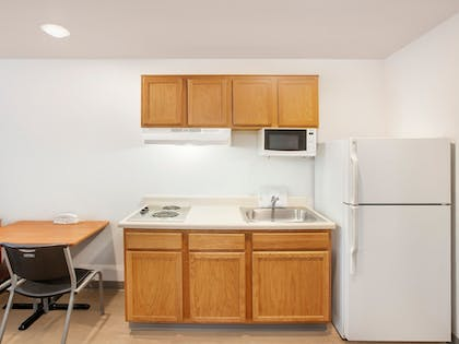 Private Kitchen | WoodSpring Suites Fayetteville Univ. of Arkansas