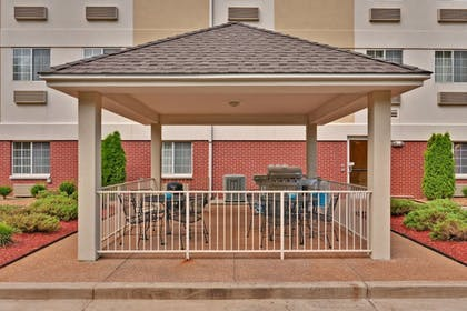 BBQ/Picnic Area | Candlewood Suites Olive Branch