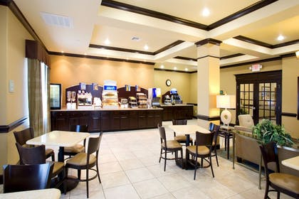Restaurant | Holiday Inn Express Hotel & Suites Victoria