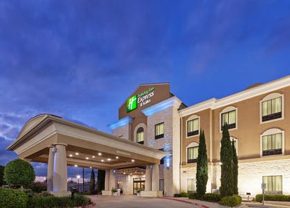 Exterior | Holiday Inn Express Hotel & Suites Victoria