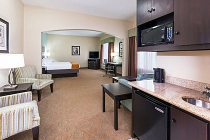 Guestroom | Holiday Inn Express Hotel & Suites Victoria