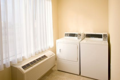 Laundry Room | Holiday Inn Express Hotel & Suites Victoria