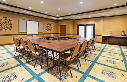 Meeting Facility | Holiday Inn Express Hotel & Suites Victoria