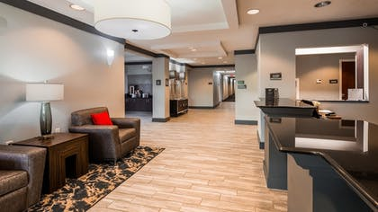 Lobby Sitting Area | Best Western Plus Philadelphia-Choctaw Hotel and Suites