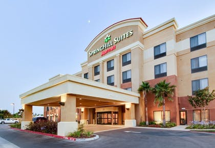 Hotel Front - Evening/Night | SpringHill Suites by Marriott Fresno