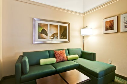 Living Area | SpringHill Suites by Marriott Fresno