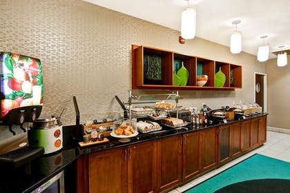 Breakfast Area | SpringHill Suites by Marriott Fresno