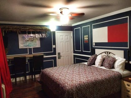 Guestroom | Travel Inn And Suites