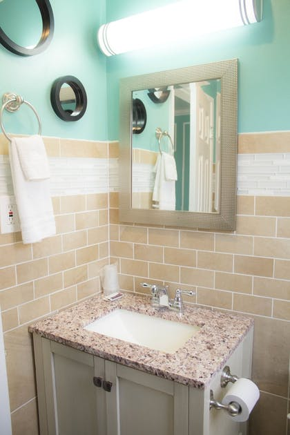 Bathroom | Travel Inn And Suites