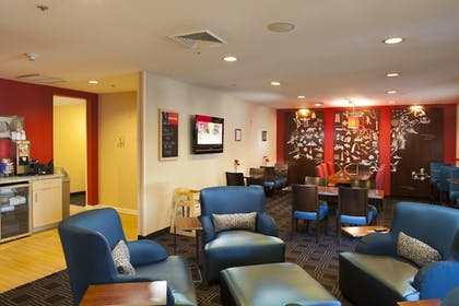 Lobby | Towneplace Suites by Marriott Savannah Airport