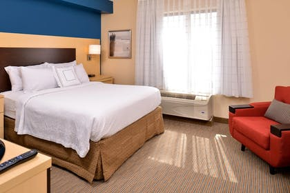 Guestroom | TownePlace Suites by Marriott Wilmington/Wrightsville Beach