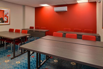 Meeting Facility | TownePlace Suites by Marriott Wilmington/Wrightsville Beach