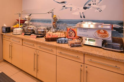 Restaurant | TownePlace Suites by Marriott Wilmington/Wrightsville Beach