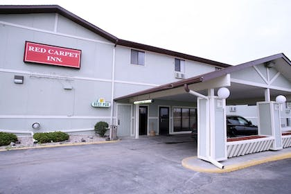 Front of Property | Super 8 by Wyndham Omaha SW