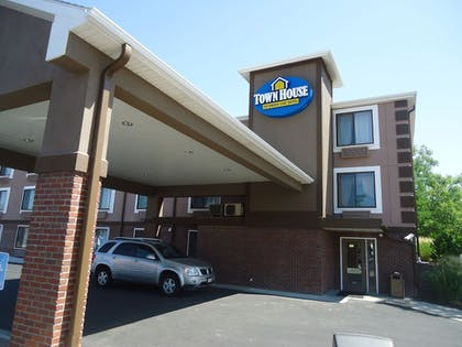 Hotel Entrance |  | Town House Extended Stay Hotel Downtown