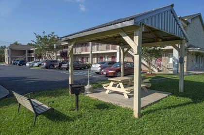 Property Grounds | Affordable Corporate Suites Christiansburg