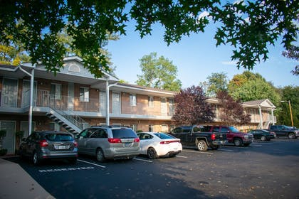 BBQ/Picnic Area | Affordable Corporate Suites - Lynchburg